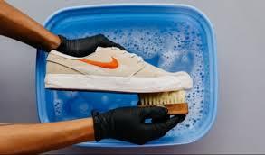 Cara Merawat Sepatu Sneakers Agar Awet